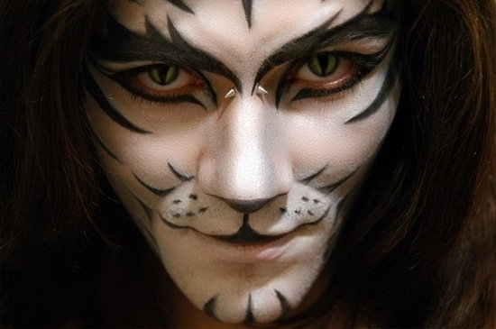 kreative halloween make up fuer maenner white tiger. Black Bedroom Furniture Sets. Home Design Ideas