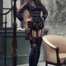 sexy-halloween-kostuem-ideen-frauen-high-heel-stiefel-korsett