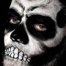 skull-make-up-ideen-halloween-make-up-maenner-34